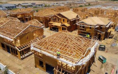 Homebuilder sentiment drops to 10-month low, as construction costs drive prices higher