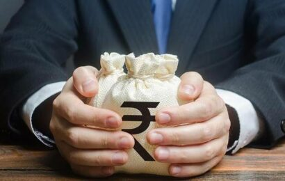 Rupee falls for 5th straight session, settles 22 paise down at $73.29