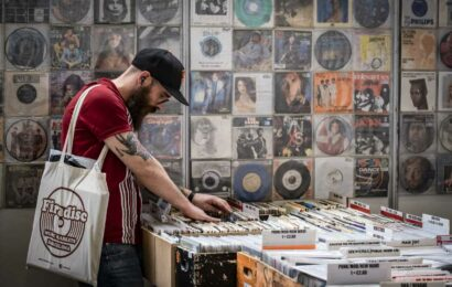 Music fans pushed sales of vinyl albums higher, outpacing CDs, even as pandemic sidelined stadium tours